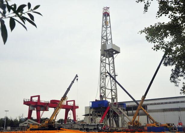 经过喷漆,打包过后,这台钻机将运往新疆钻井施工现场.